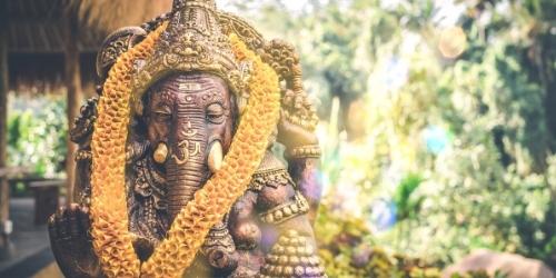 artículo foro filosofia de oriente para occidentales El hechizo de la India - Revista Esfinge